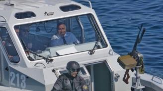 Бойко Борисов се качи на катер и обяви: Догодина вдигаме доходите с още 10%