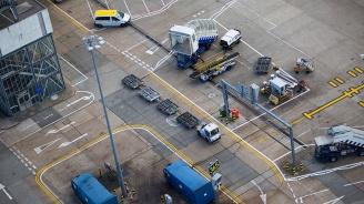 Евакуираха пътниците от самолет в Москва заради странна миризма