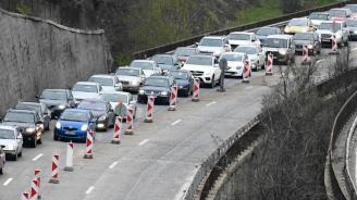 """Задръстване на АМ """"Хемус"""" в посока Варна заради катастрофа"""