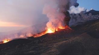 Перуанските власти наредиха евакуацията на стотици хора заради изригването на вулкана Убинас