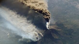 Вулканът Етна изригна отново, затвориха 2 летища в Катания