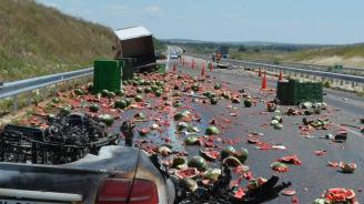 """Катастрофа на АМ """"Марица"""": ТИР разпиля дини"""