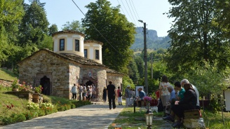 """Стотици се стекоха на храмовия празник на Тетевенския манастир """"Св. пророк Илия"""""""