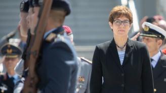 Новата германска министърка на отбраната увери войниците, че винаги ще могат да разчитат на нея