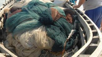 """Бракониерска мрежа и кош за раци са извадени от водите на язовир """"Ястребино"""""""