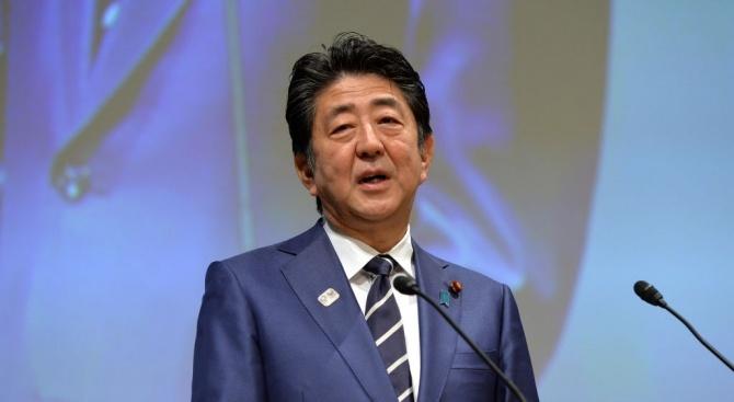Управляващата коалиция на японския премиер Шиндзо Абе запазва мнозинството си