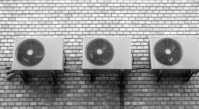 Климатиците са практичен начин за охлаждане през летните горещини, но