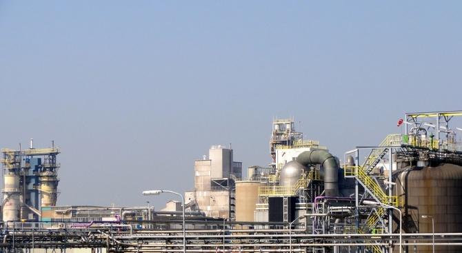 """Изнесоха от територията на бившия завод """"Химко""""тоновете складиран серовъглерод. Журналистическо"""