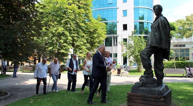 Председателят на ПП АБВ Румен Петков, заедно с членове на