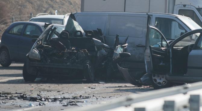Тежка верижна катастрофа по пътя от Бургас към Средец, има загинал