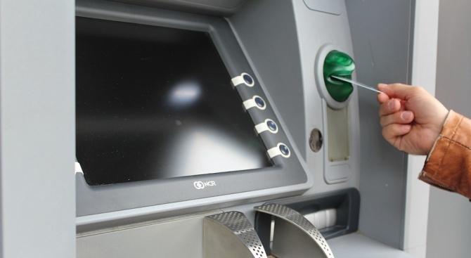 Тегленето от банкомат в чужбина е най-неизгодният начин за осигуряване