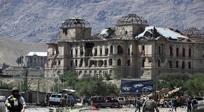 Правителствени служители загинаха при експлозия в Кабул