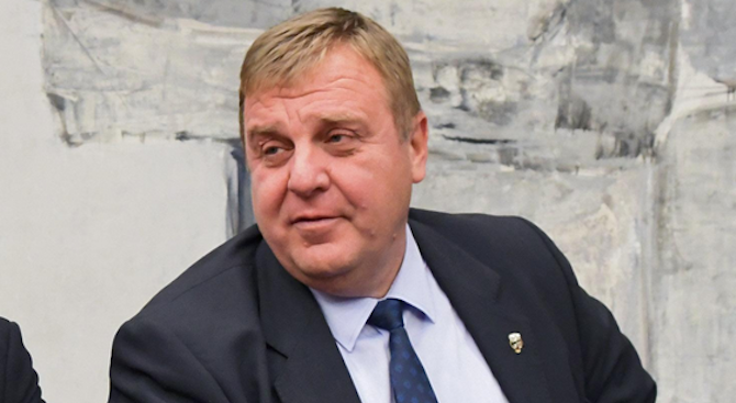 Лидерът на ВМРО Красимир Каракачанов не изключи пред журналисти възможността