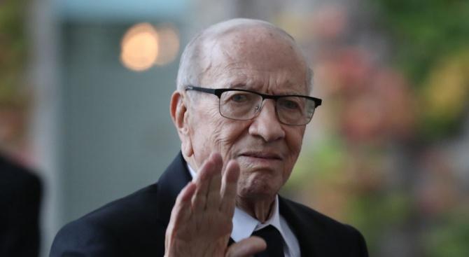 Тунис се сбогува с първия си демократично избран президент Бежи Каид Есебси