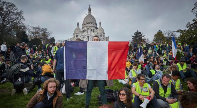 """Протестите на """"жълтите жилетки"""" във Франция се дължат на нерешени"""