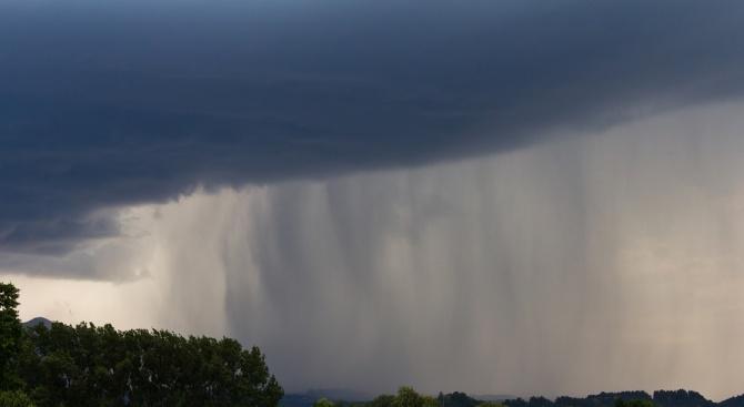 Гръмотевична буря и градушка удрят страната утре