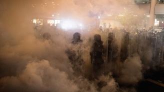 Вандалска акция срещу представителството на Пекин в Хонконг. Китай скочи