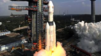 """Индия успешно изстреля ракета с лунната си станция """"Чандраян-2"""""""