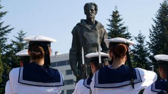 Военноморското училище във Варна отдаде почит на Никола Вапцаров