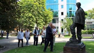 Ръководството на ПП АБВ поднесе цветя на паметника на Никола Вапцаров