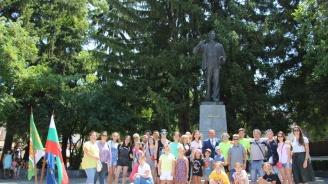 Съгражданите на Вапцаров сведоха глава пред паметта му