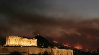 Горски пожар заплашва къщи край Атина година след смъртоносен пожар в същия район