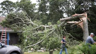 Бури в САЩ оставиха много хора без електричество и причиниха наводнения