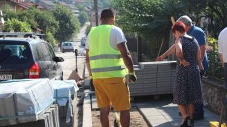 Стартира ремонт на тротоарна настилка по ключова улица, водеща към Тетевенската болница
