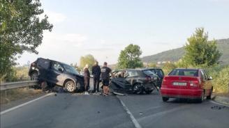 Жената, пострадала при тежката катастрофа на пътя Обзор-Бяла, е починала на път за болницата