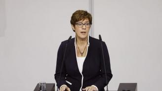 Анегрет Крамп-Каренбауер положи клетва като министър на отбраната на Германия