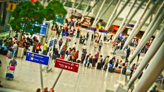 Срив в системата на летище в Амстердам блокира хиляди пътници, 180 полета бяха анулирани