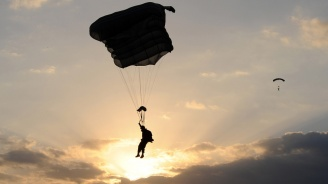 След смъртта на канадския парашутист: Ново мащабно учение започна на Летище Чешнегирово