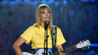 """Тейлър Суифт ще получи първата награда """"Икона"""" на """"Изборът на тийнейджърите"""""""