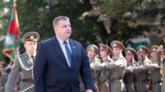Красимир Каракачанов: Българският офицер трябва да има самочувствието на лидер в обществото