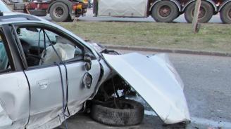 16-годишен загина при тежка катастрофа между микробус и кола