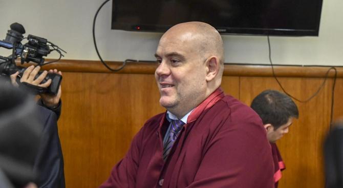 ИследователитеотНационалната следствена службазастанаха твърдов подкрепана кандидатурата наИван Гешевза главен прокурор.