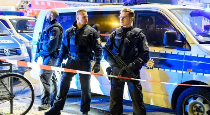 Швейцарските власти са издали по-рано заповед за арест на мъжа,
