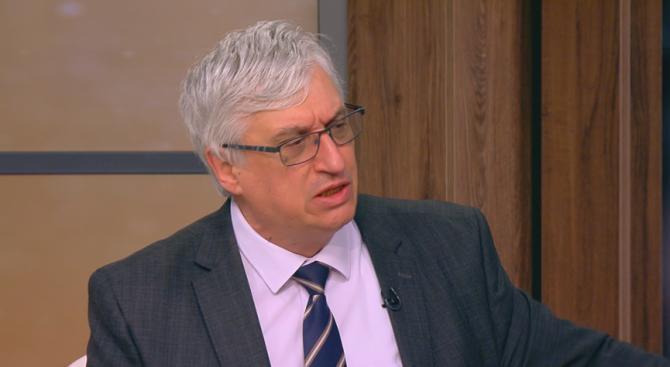 Иван Нейков: Докога държавата ще позволява тарикатите да прецакват почтените за болничните