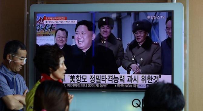 Снимка: Ким Чен-ун е ръководил пробно изстрелване на нова ракетна система