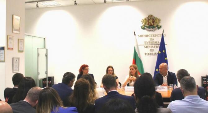 Министърът на туризма Николина Ангелкова проведе работна среща с ръководители