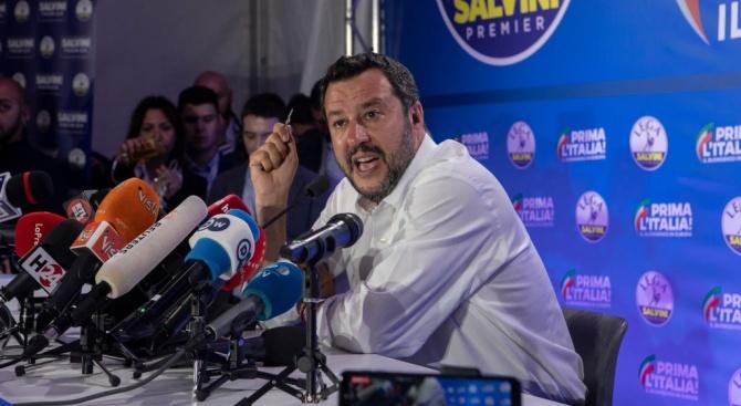 Италианският вътрешен министър Матео Салвини обвини Германия в прибягване до