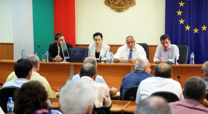 Премиерът Бойко Борисов и министърът на земеделието Десислава Танева са