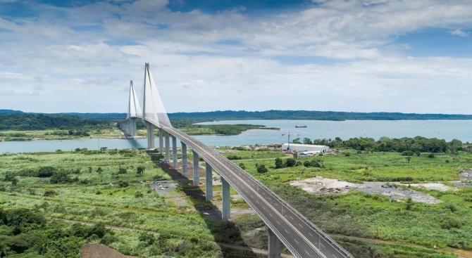 Панама откри тържествено трети мост, който свързва източната и западната