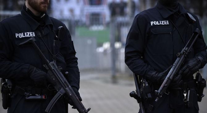 Протестиращи в южния германски град Манхайм днес блокираха входа на