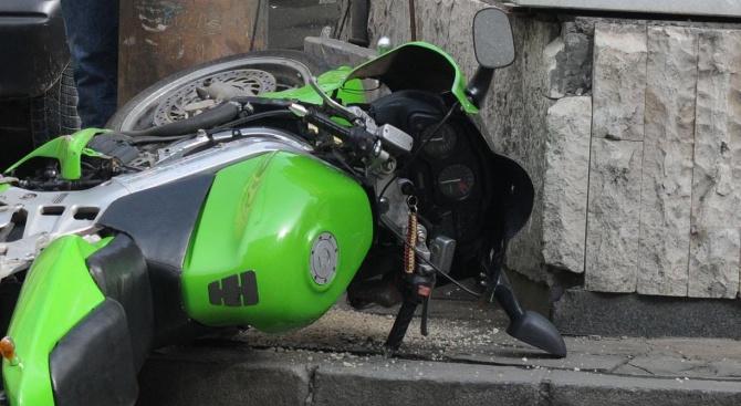 Кола уби моторист в Ловешко
