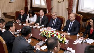 """Румен Радев се срещна с представители на китайски компании, участващи в реализацията на инициативата """"Един пояс, един път"""""""