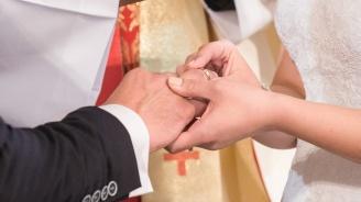 """Младоженци от Стражица направиха дарение за отделението по неонатология на """"Д-р Стефан Черкезов"""""""