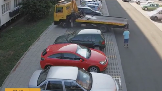 Камион потроши нов тротоар в Бургас