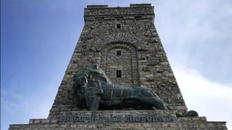Лъвът от паметника на връх Шипка е направен от разтопени гилзи?
