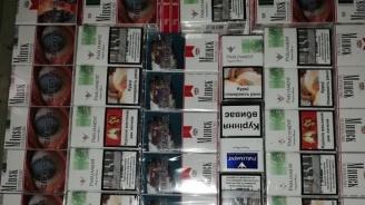 Откриха близо 100 000 къса нелегални цигари в автобус